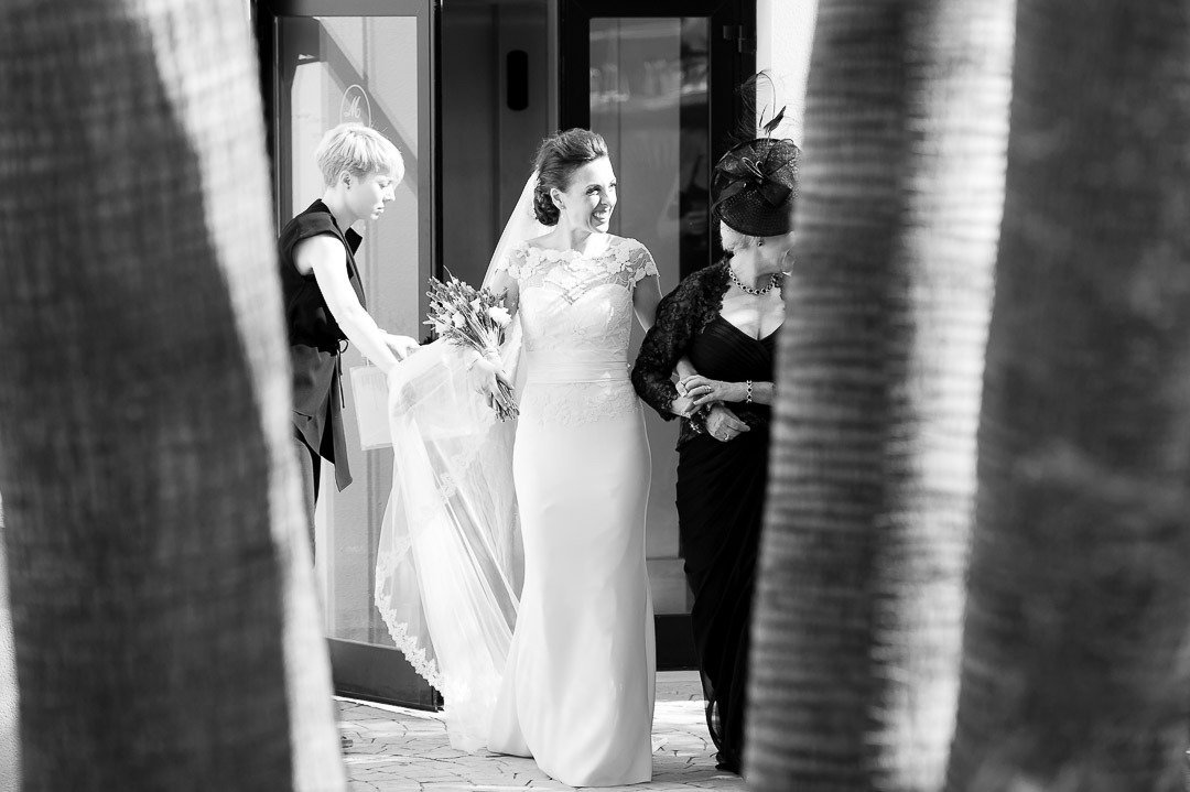 Arriving at the Ceremony with her mum. Hochzeit auf Mallorca
