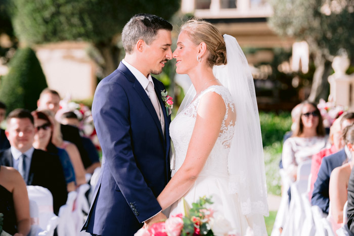 Such a loving couple, breathtaking resort St. Regis Mardavall, a wedding with romance and tenderness organized by Mallorca Hochzeiten