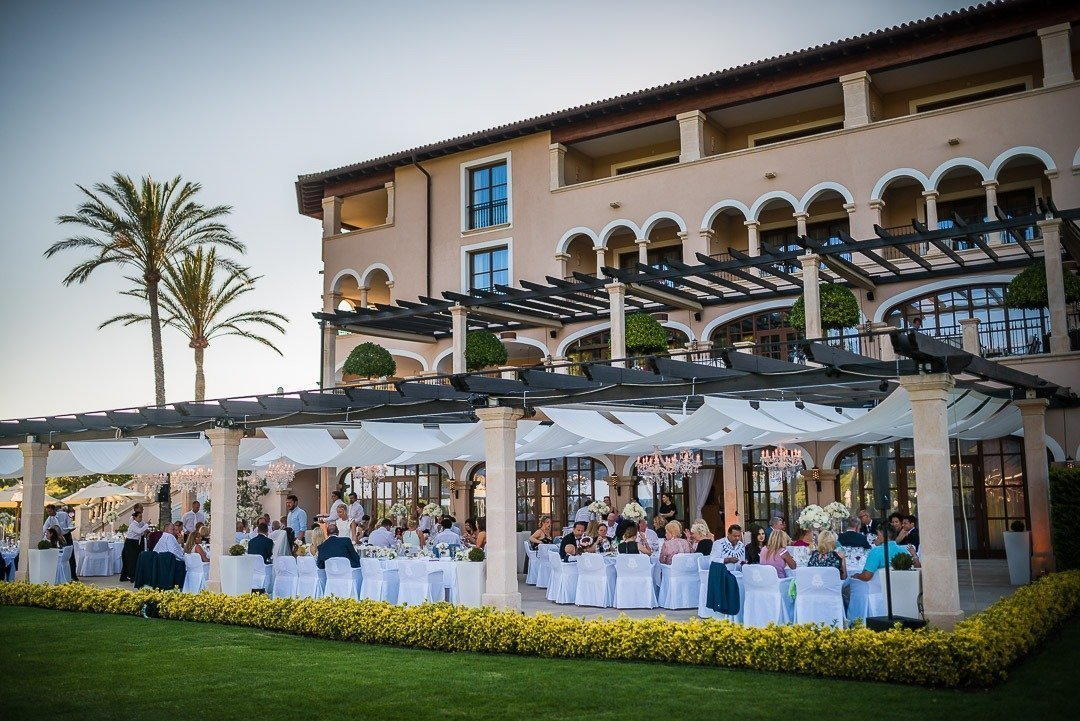The St Regis Mardavall is a unique venue to have your High End Wedding in Mallorca. Perfect for an outstanding occasion