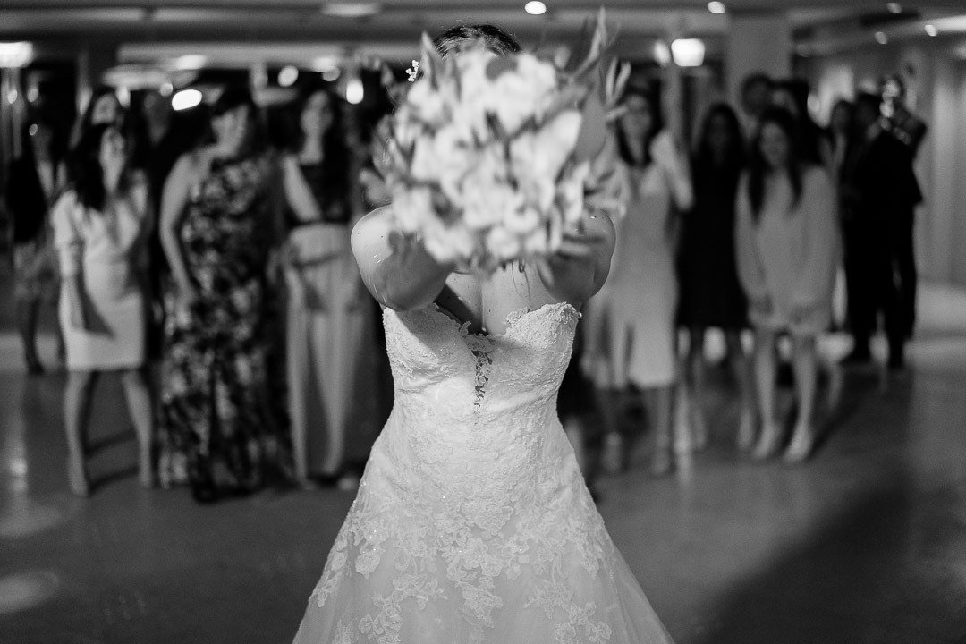 Fun bridal bouquet toss. Hochzeitwahn. Bryllup pa Mallorca Photojournalism at its Best