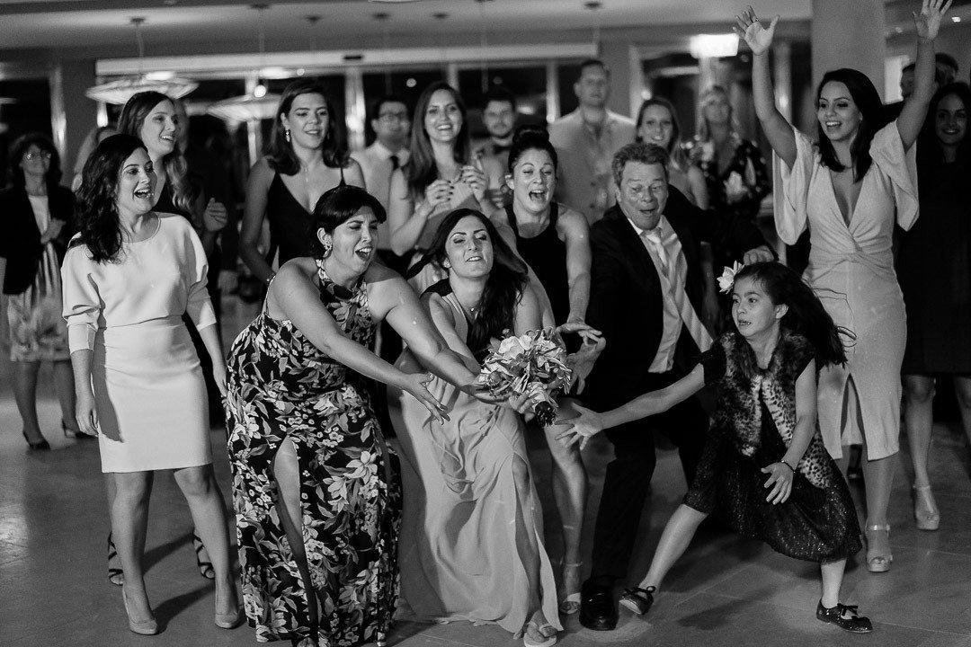 Fun bridal bouquet toss. Hochzeitwahn. Bryllup pa Mallorca Photojournalism at its Best