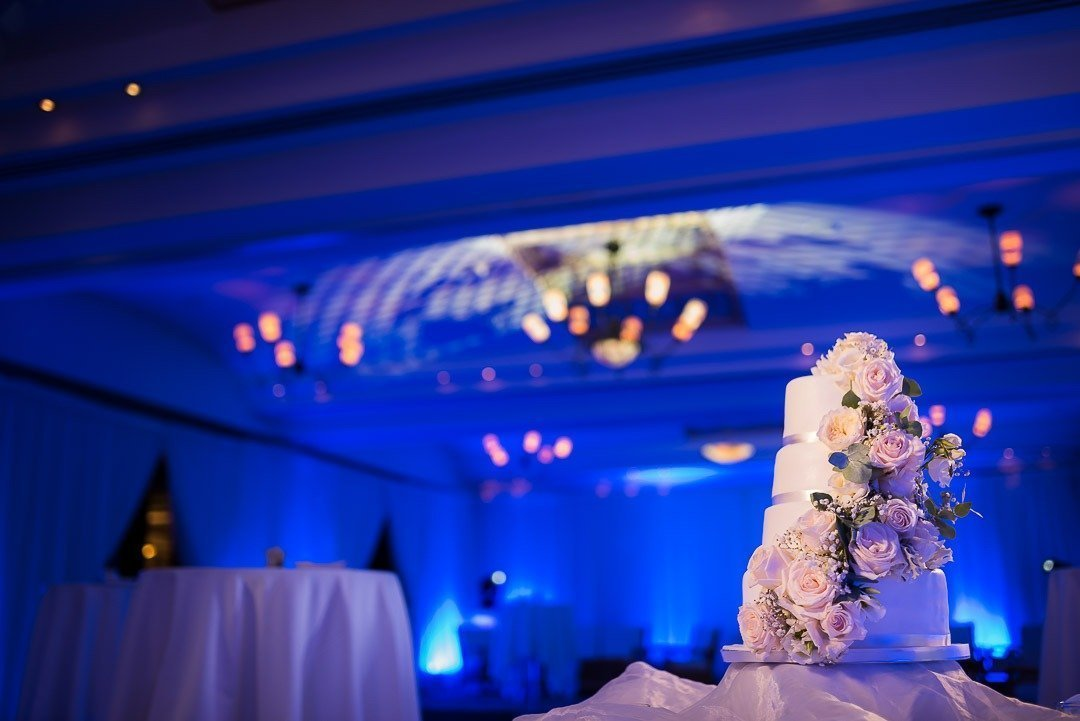 Superb Bridal Cake prepared by Wedding Cakes Mallorca. The hall room at the Mardavall Hotel is the perfect location