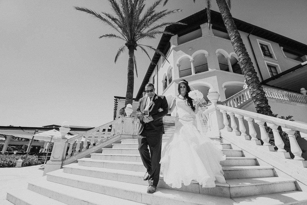 Stairway to ceremony at St Regis Mardavall. Hochzeit auf Mallorca. Bröllop pa Mallorca